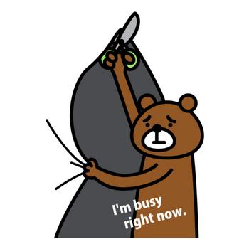 切るのに忙しいクマ