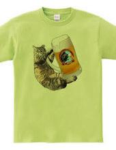 ビアジョッキを抱いたのら猫
