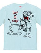 オモチャとコーヒーカップ