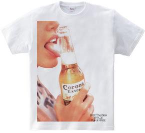 セクシーな唇 ビーチでビール