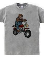 お猿さんバイクに乗る