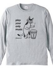 太鼓をたたく猫